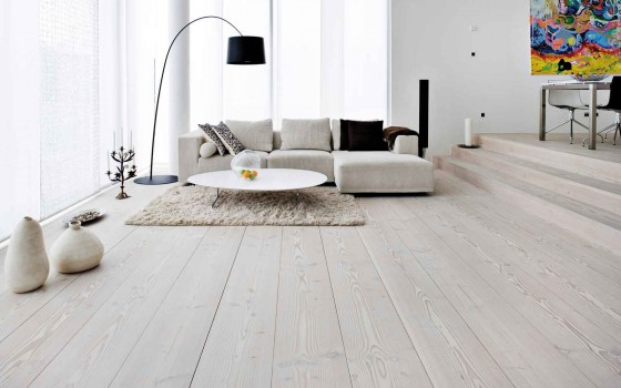 white woodlook laminate flooring